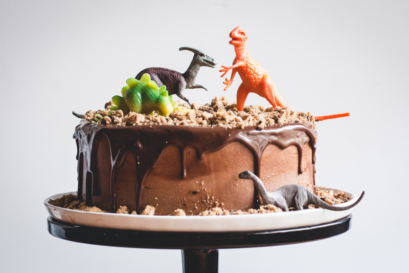 Easiest dinosaur birthday party cakes and cupcakes.