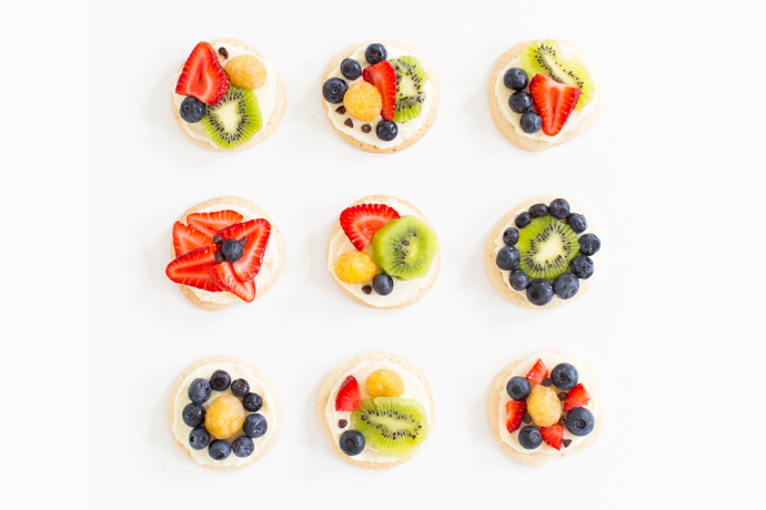 Web coolness: Sugar cookie fruit pizzas, stress free dining out with kids, the best decaf coffee, and more.