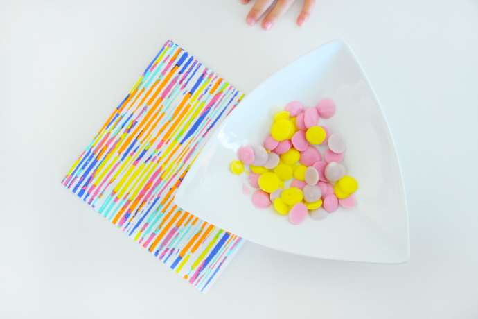 Frozen yogurt dots for healthy snacking, toddler style.