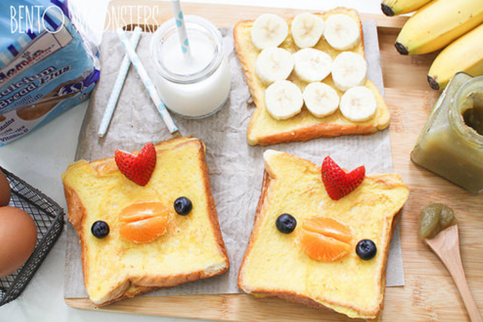 4. Brown Bear Bento Box. The title characters from Eric Carle's beloved children's book Brown Bear inspired this fun-filled bento box. Your kids will be the talk of the lunchroom with these graham crackers topped with soy butter and cute bear faces made of blueberries and banana.