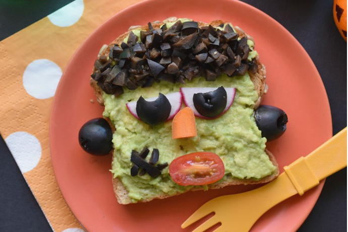 This Frankenstein Avocado Toast is the perfect easy Halloween dinner idea! | Fork and Beans