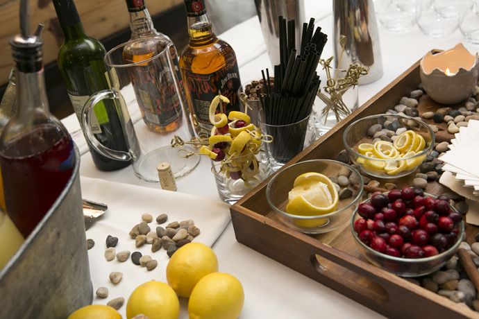 A Merry Berry holiday cocktail recipe perfect for Thanksgiving (or any winter celebration).