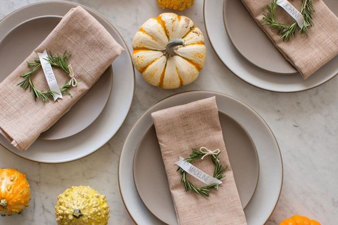 Easy Thanksgiving table settings you can do at the last minute, no crafting skills required.