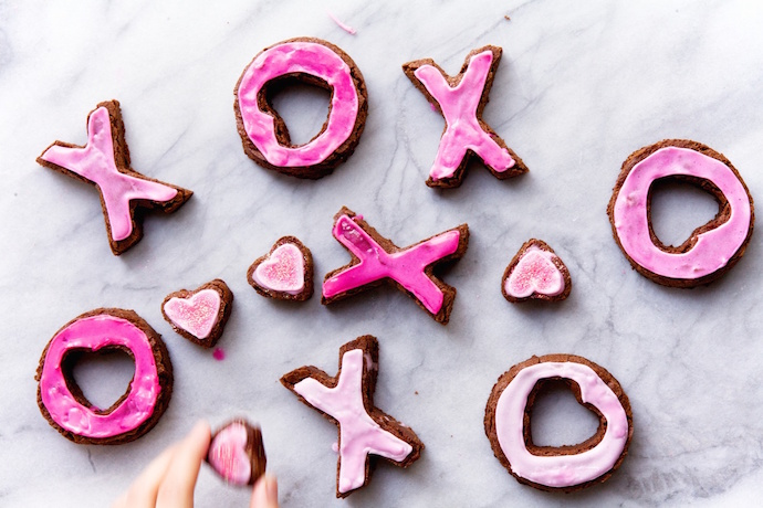 5 ways to turn a pan of brownies into an easy Valentine's Day dessert for the kids. And you, too!