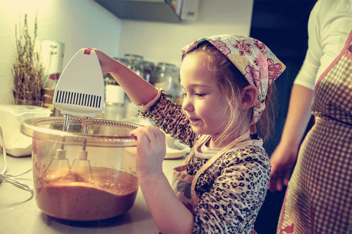 Web Coolness: New federal dietary guidelines, the value of kids in the kitchen, a new Starbucks espresso drink, & more.