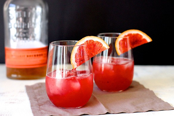 Weekend Toast: The perfect winter citrus cocktail and mocktail recipes.