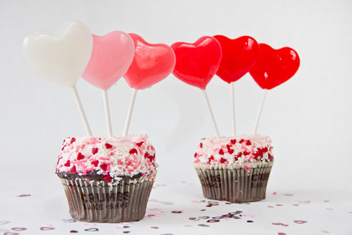 Make it with candy! 5 super cute and very easy edible Valentine's Day projects for kids.
