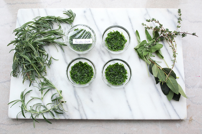 How to preserve herbs: 5 quick and easy methods to avoid food waste and save money.