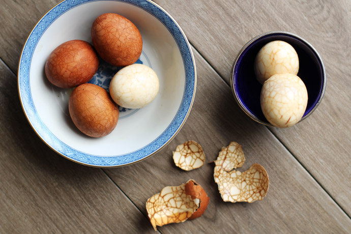 How to make tea eggs with kids for Chinese New Year.