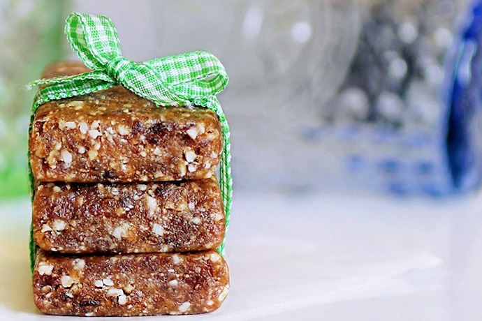 Too tired to eat? Easy, healthy snacks for new moms to the rescue!