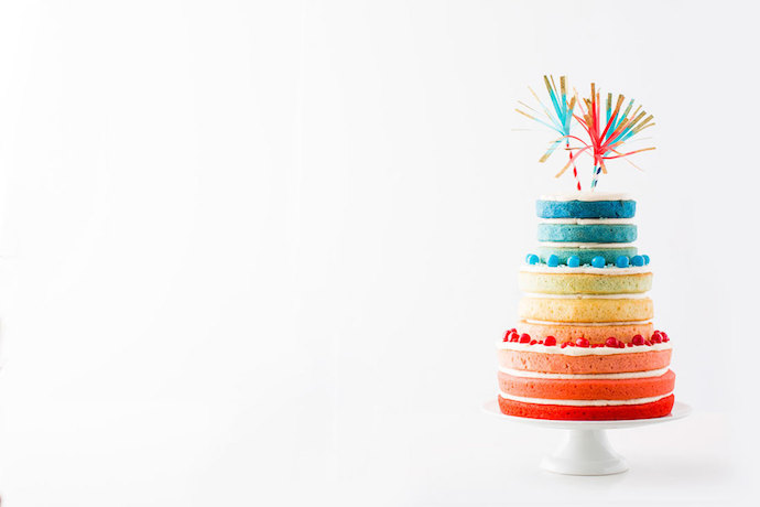 Web Coolness: An ombre 4th of July cake, foods for PMS, and the truth about expiration dates on food.
