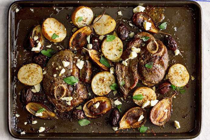 7 easy sheet pan dinner recipes. Because, just one pan to wash.