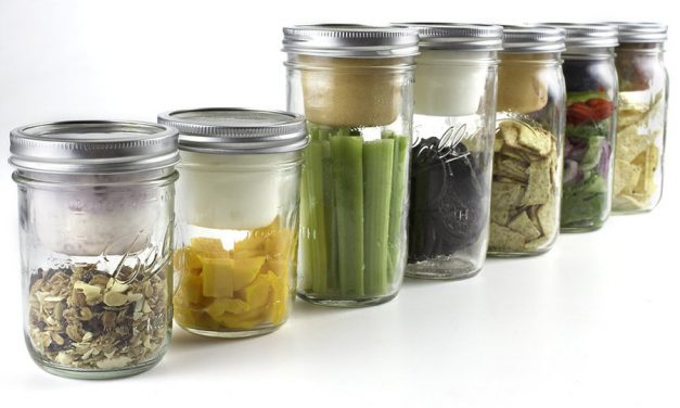 Kitchen hack! A DIY mason jar snack pack that upcycles those individual apple sauce cups we've been feeling bad about. (Phew!)