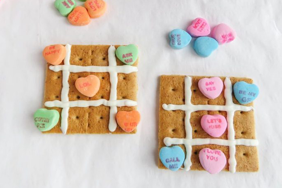 12 SUPER easy Valentine's Day treats for the classroom including these Tic-Tac-Toe boards at Sippy Cup Mom