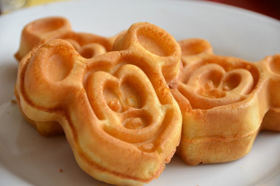 5 smart Disney Dining Plan tricks that will make your next vacation even more (ahem) magical.