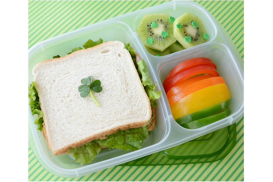 5 festive, but super simple St. Patrick's Day bento box ideas that anyone can pull off. Even at the very last minute.