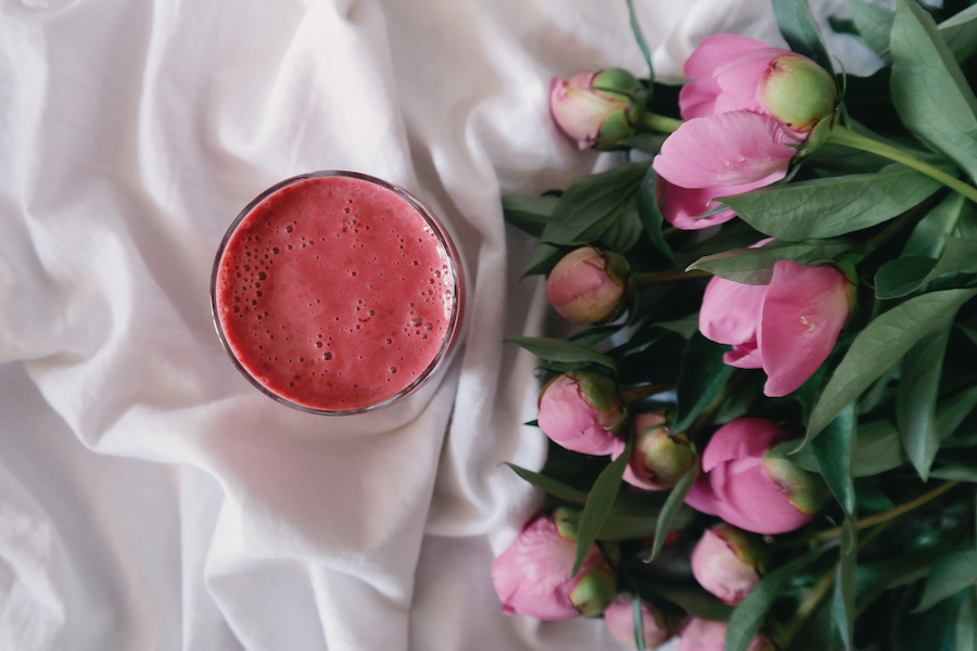 The unexpected (and inexpensive!) thing you never thought to add to your smoothie to make it healthier.