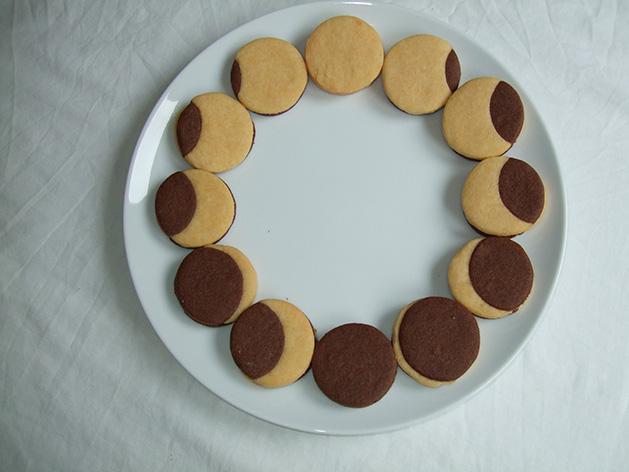 Easy solar eclipse recipes for last minute fun: American Eclipse Cookies at Sky at Night Magazine