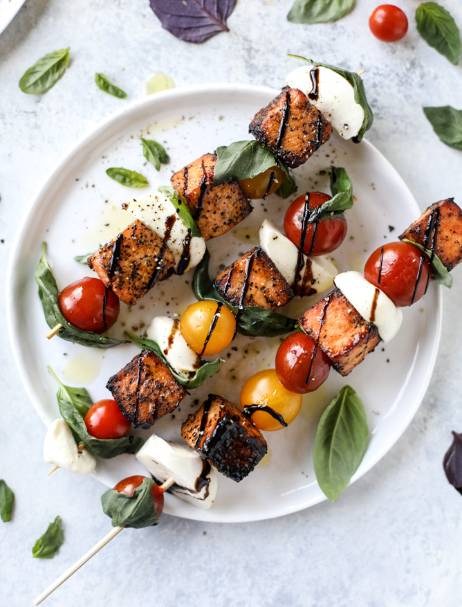 Weekly meal plan: Easy summer dinners | Salmon caprese skewers at How Sweet It Is