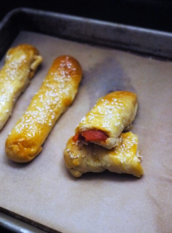 Lunchbox pizza recipes: 3-Ingredient Pepperoni Pizza Sticks | One Hungry Mama