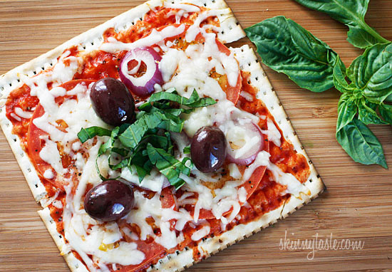 Lunchbox pizza recipes: Skinny Passover Matzo Pizza | Skinny Taste