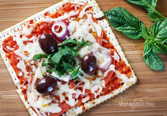 Lunchbox pizza recipes: Skinny Passover Matzo Pizza | Skinny Taste