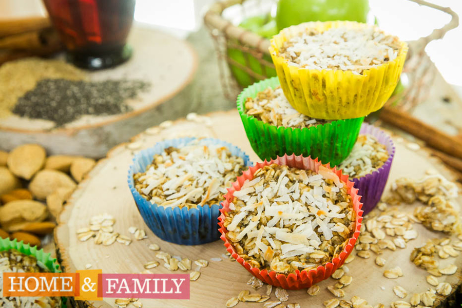Baked Oatmeal Bites: A healthy, make-ahead, grab-and-go breakfast that saves us on hectic back to school mornings. Get the recipe! | Cool Mom Eats