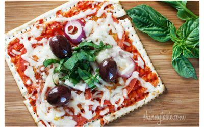 We love these lunchbox-friendly pizza recipes for back to school! Especially this yummy-looking Passover Matzo Pizza at Skinny Taste.