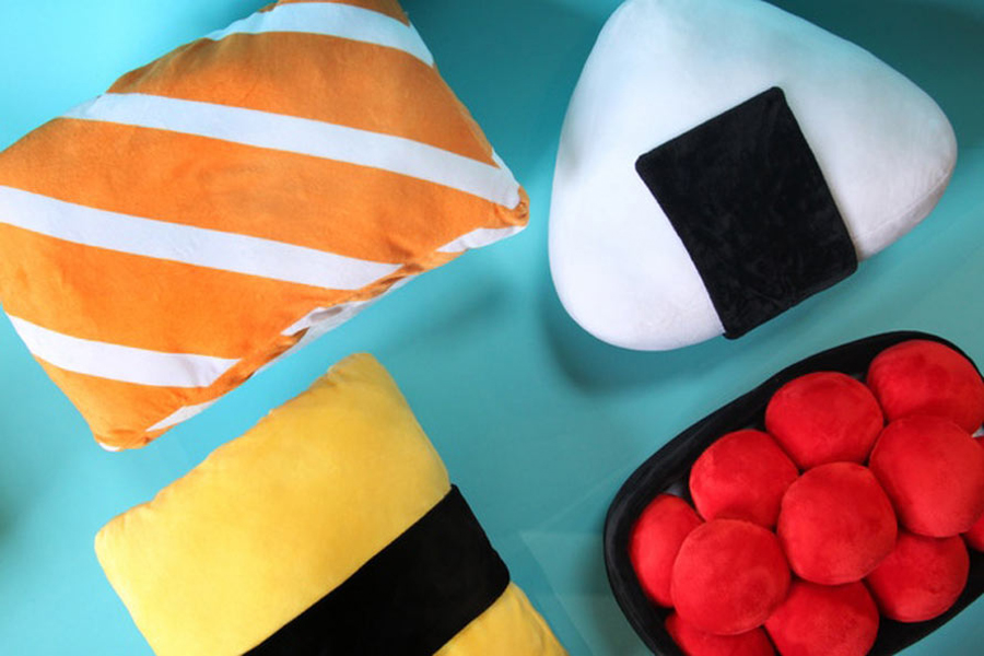 Web Coolness: Sushi pillows, Nerdy Nummies gear, how sugar impacts your moods, and more.