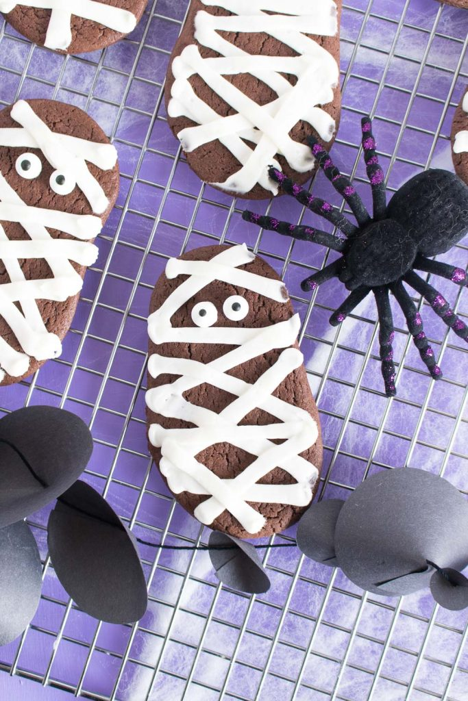 Easy Halloween treats for kids: Chocolate Mummy Cake Batter Cookies | Club Crafted