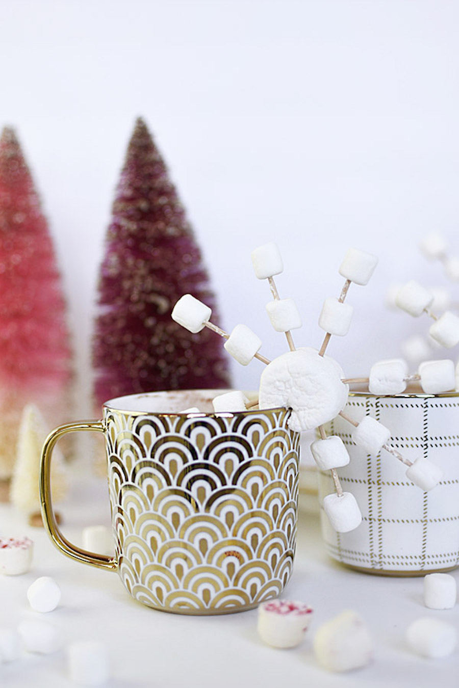 Delicious and totally easy holiday food crafts for kids: Marshmallow Snowflakes at Delineate Your Dwelling