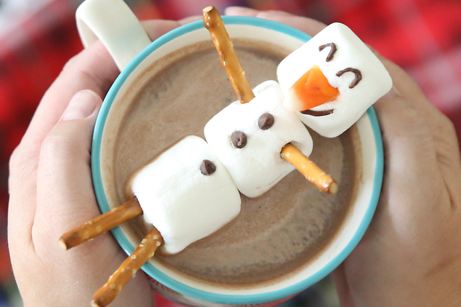10 delicious and totally easy holiday food crafts for kids.