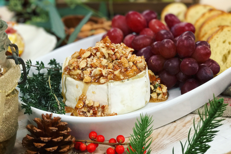 Honey Almond Baked Brie 4 Ingredient Party Appetizer Fabulousness