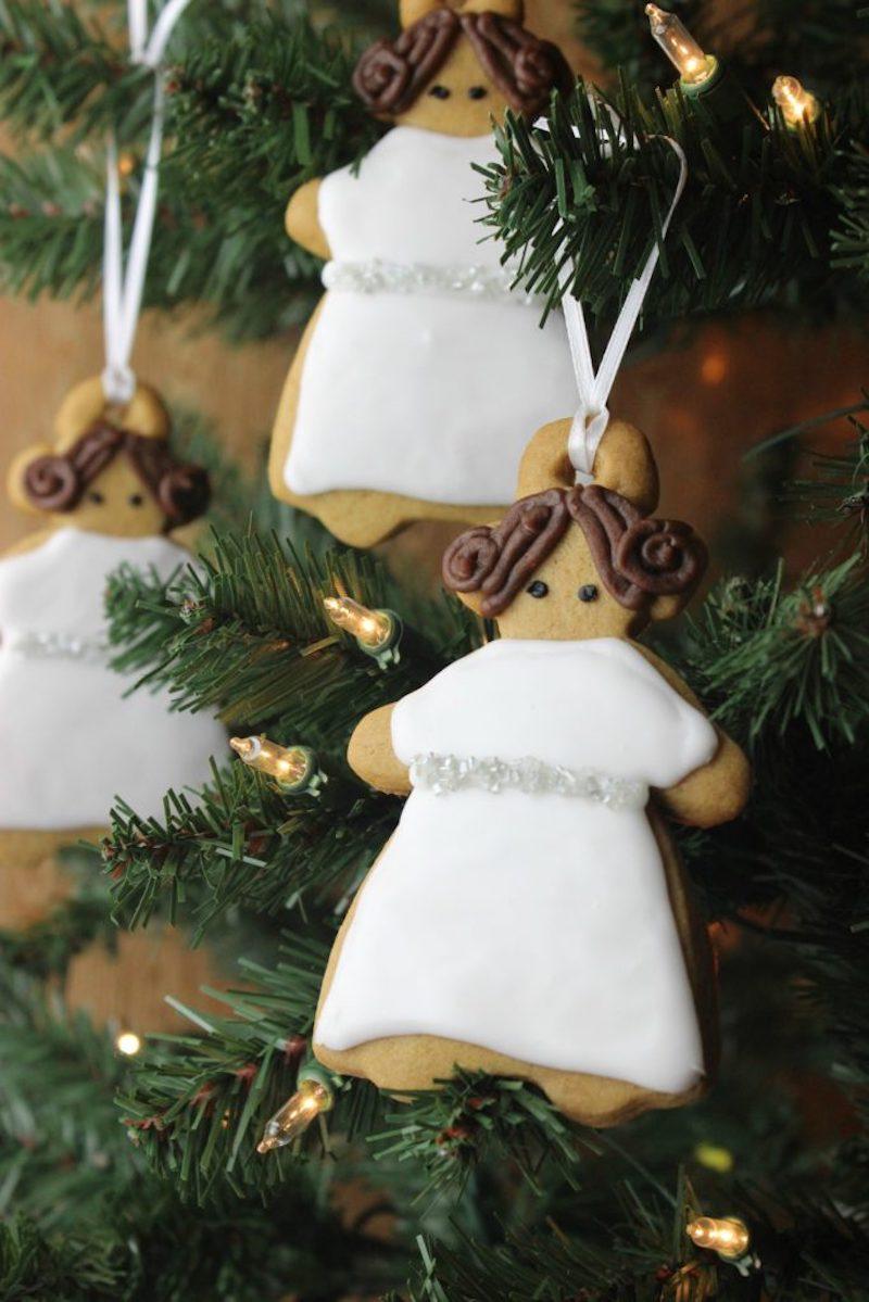 Pop-culture gingerbread cookies: Princess Leia by Jenn Fujikawa at StarWars.com