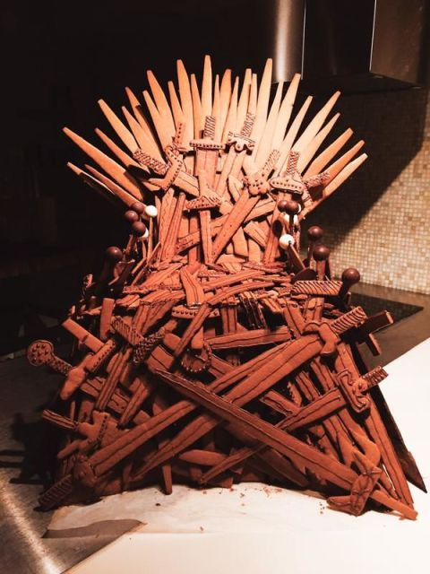 Pop-culture gingerbread cookies: Iron Throne cookie from Game of Thrones by Ama Westergren on Twitter