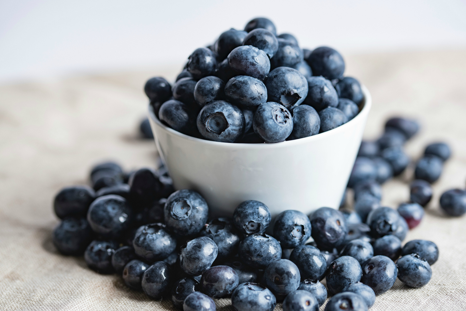 The top anti-aging foods: Blueberries are on the list. Check out the full list to make sure you're getting as much as possible -- because why not?! | Cool Mom Eats (Photo: Joanna Kosinska via Unsplash)
