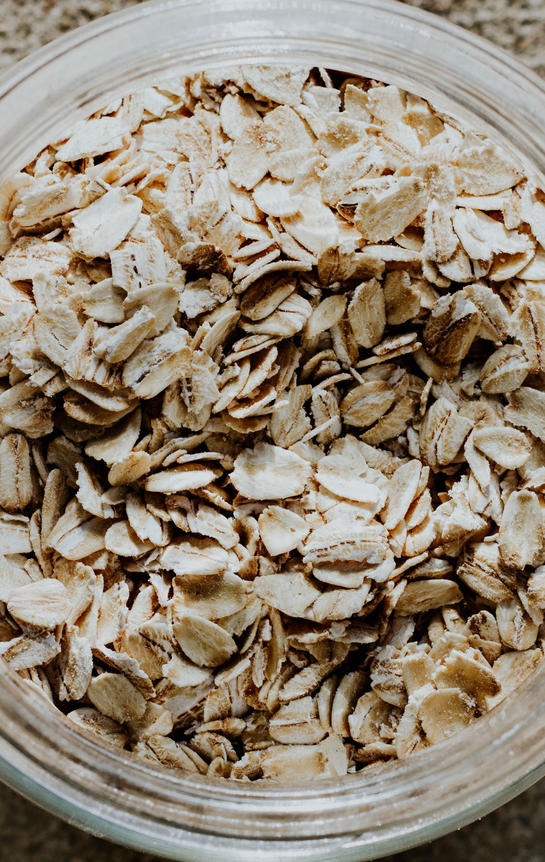 The best anti-aging foods: Oats is on our list. Check out the full list to make sure you're getting as much as you can, because why not?! | Cool Mom Eats (Photo: Andrea Tummons via Unsplash)