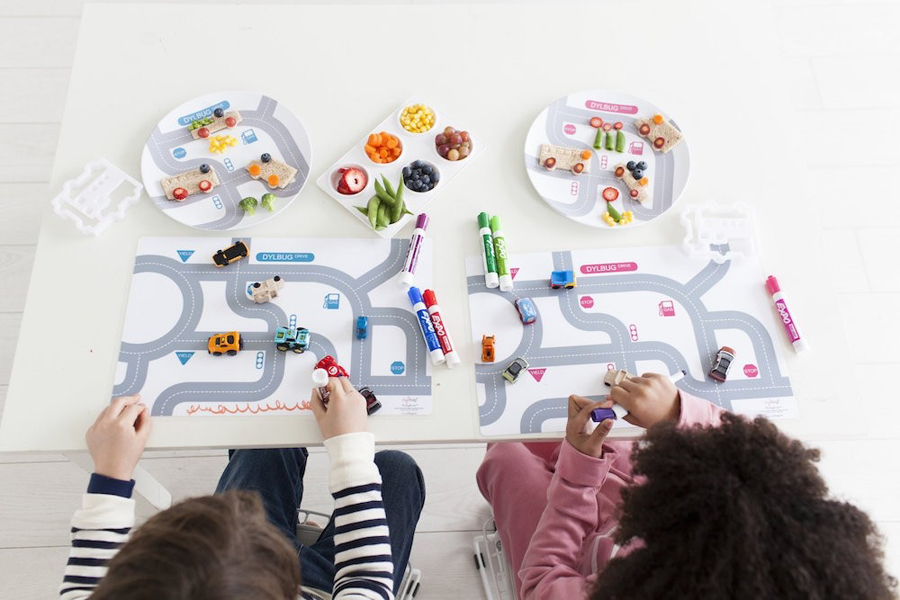 Adorable placemats for kids that make it easy to turn dinnertime into a happy time. Phew.