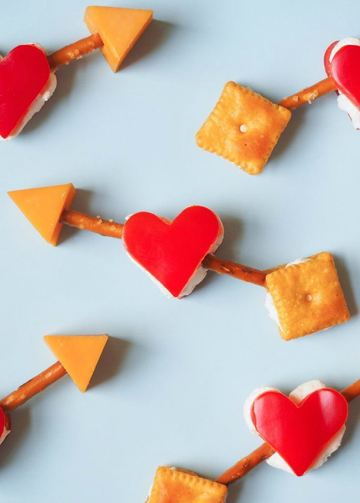 Easy Valentine's Day lunch box ideas perfect even for the last minute. Phew! | Edible Cupid's Arrows at Fork and Beans