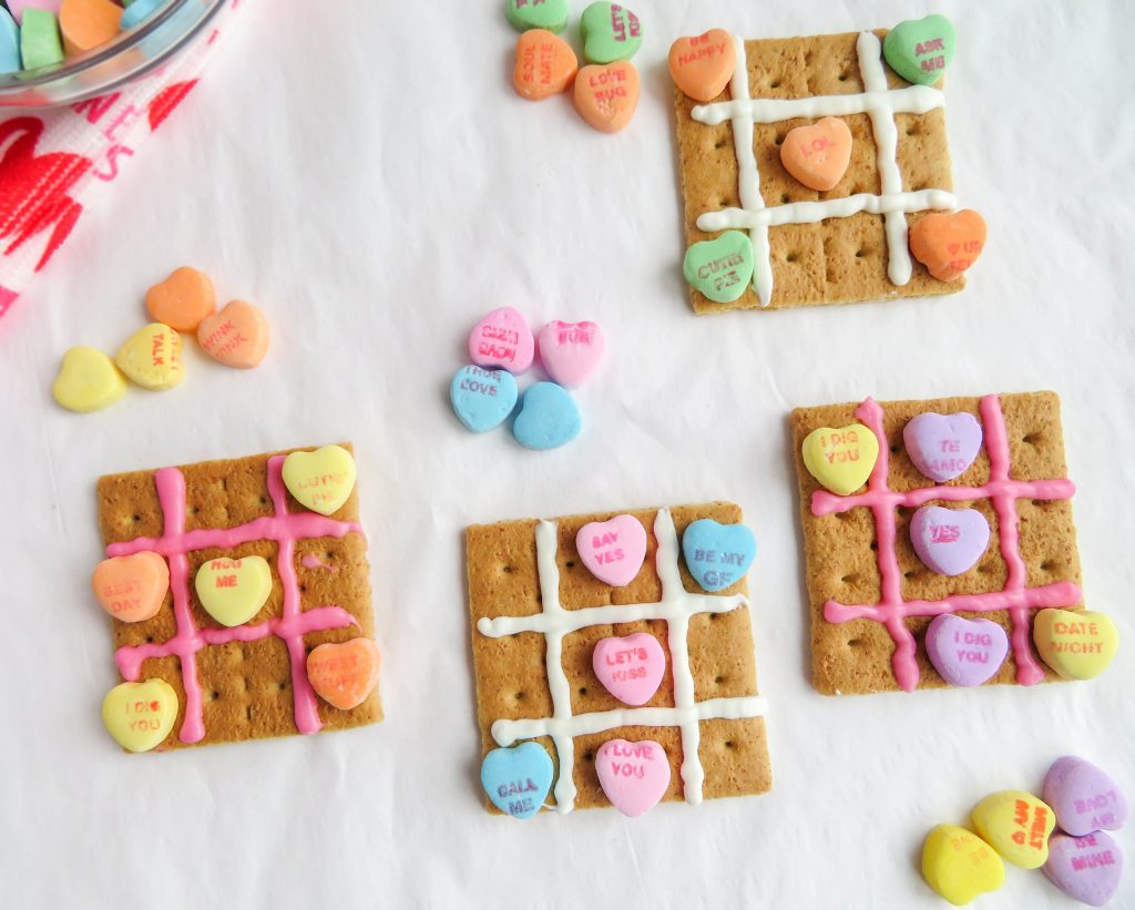 Last-minute lunch box treats for Valentine's Day: Valentine Tic Tac Toe Snack | Sippy Cup Mom