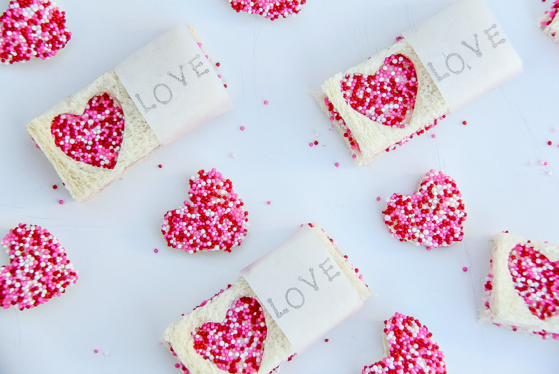 8 of the easiest last-minute Valentine's Day treats for lunch boxes. We've got you, fellow procrastinators!