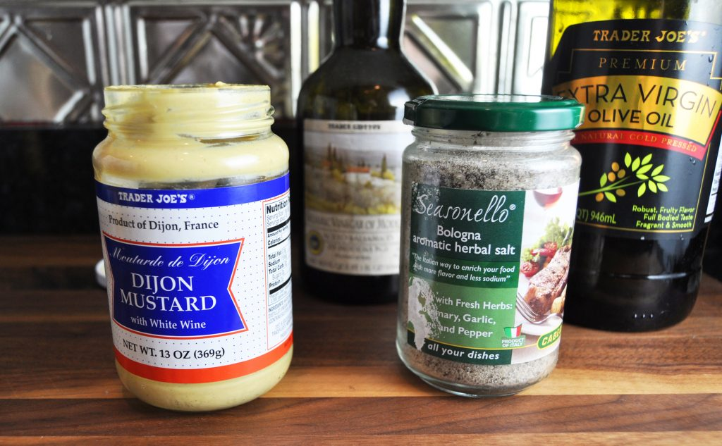 How to : A brilliant 4-ingredient Dijon mustard vinaigrette made right in the jar