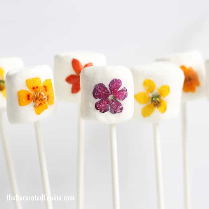 Edible Mother's Day gifts: Flower Marshmallows at The Decorated Cookie