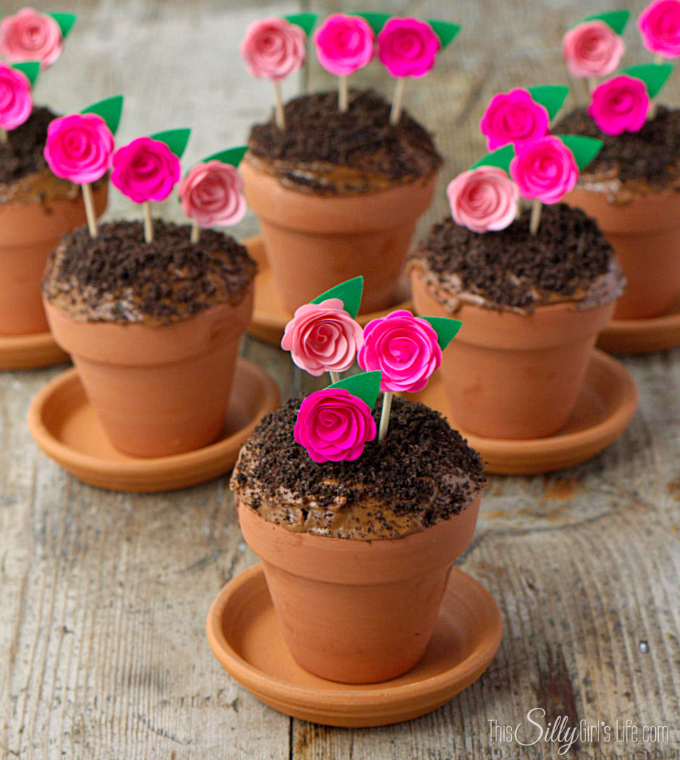 Edible Mother's Day gifts: Flower-pot Cupcakes at This Silly Girl's Kitchen