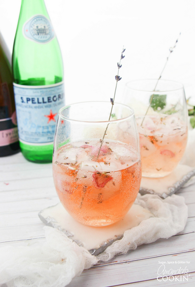 Botanical cocktail recipes: Lavender Rosé Spritzer| Amanda's Cookin'