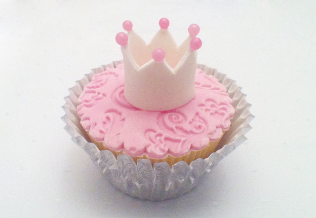 9 Ideas For Princess Cupcakes Just In Time For The Royal Wedding