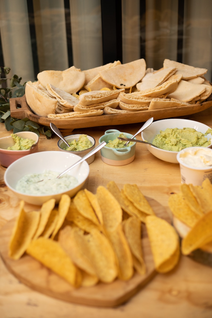 Homemade dips and dressings for lighter meals in the spring and summer