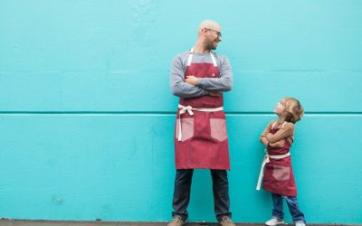 A Daddy and Me apron set that helps #86AIDS for Father's Day