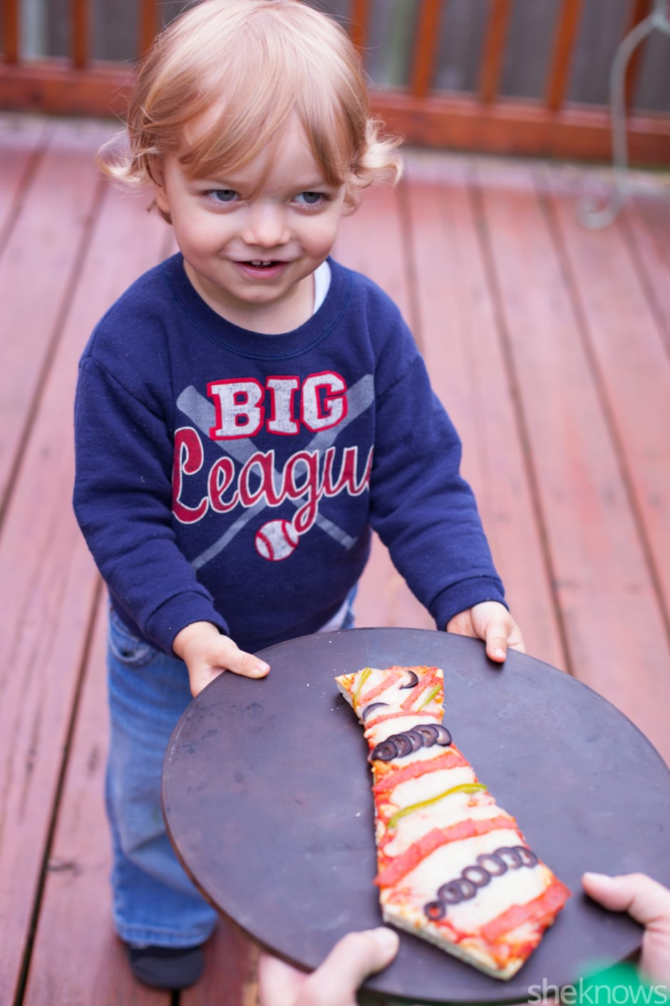 Father's Day treats kids can help make: Tie-shaped pizza at She Knows