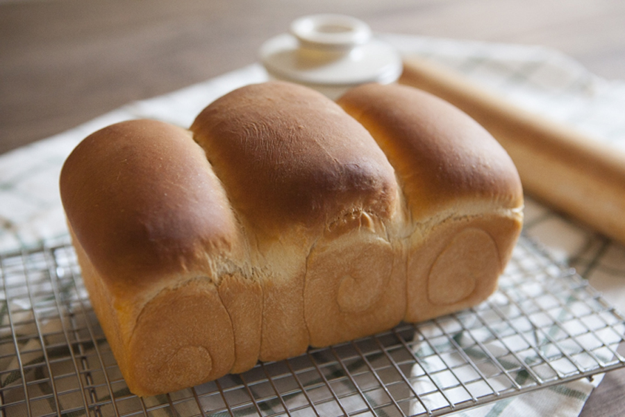 Shokupan, Japanese Milk Bread Recipe: Dreams of Dashi